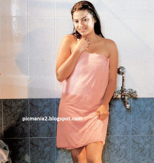 South indian mallu actress bathing