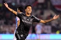 River Plate 3 Rafaela 0 Vangioni festeja su gol