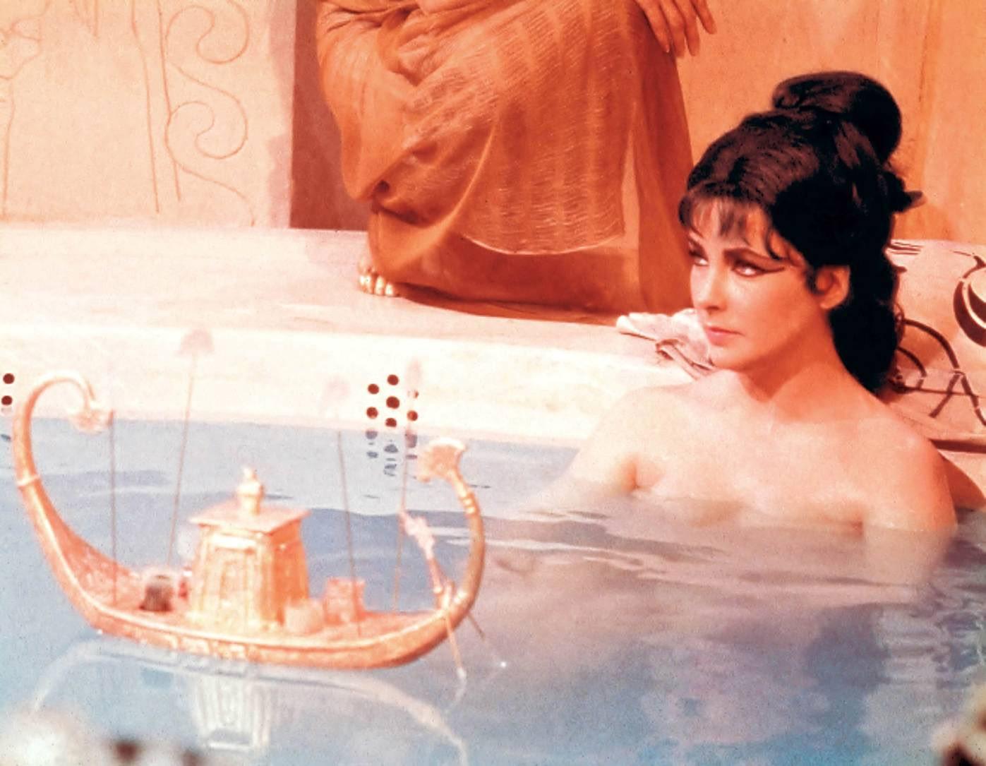 http://3.bp.blogspot.com/-O-NvaO1RO4w/TYoQ323bG8I/AAAAAAAAea8/k7V5VrLec7E/s1600/Cleopatra-1963-elizabeth-taylor-16282319-1397-1085.jpg