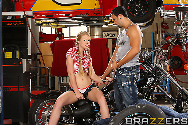 Pussy on the Motorbike – Avril Hall Porn Videos, Porn clips and Hottest Porn Videos from Porn World