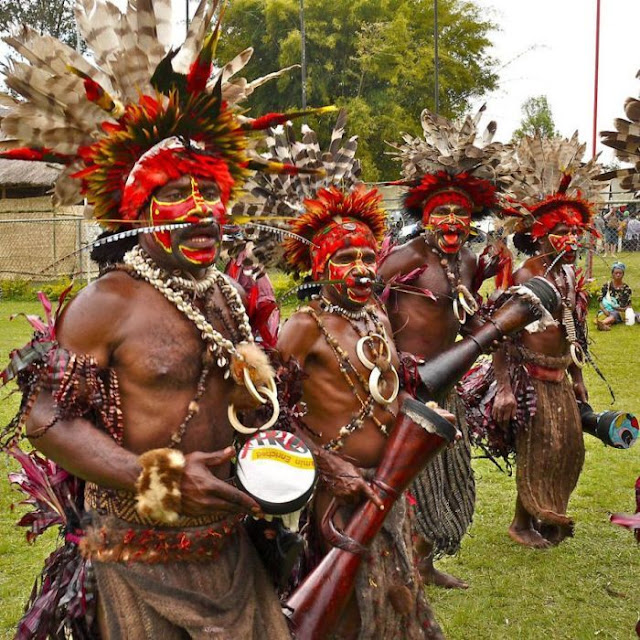 modern life of papuans 28 Modern Life Of Papuans Photo Video Picture Image