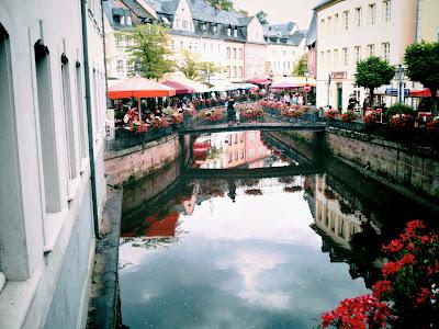 street café, river