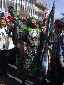 به حمد الهی و دعاهای مردم همیشه در صحنه، اولین روبات بسیجی به بازار آمد !!