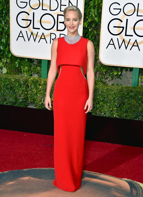 Jennifer Lawrence num vestido vermelho da Dior