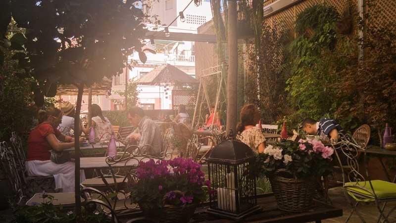 lugares, madrid, donde ir, jardin secreto, salvador bachiller, montera, descanso en madrid, tomar algo, lugar bonito, salon de te, lugar cuarioso,