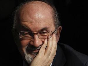 Cara Salman Rushdie Menyerang Facebook