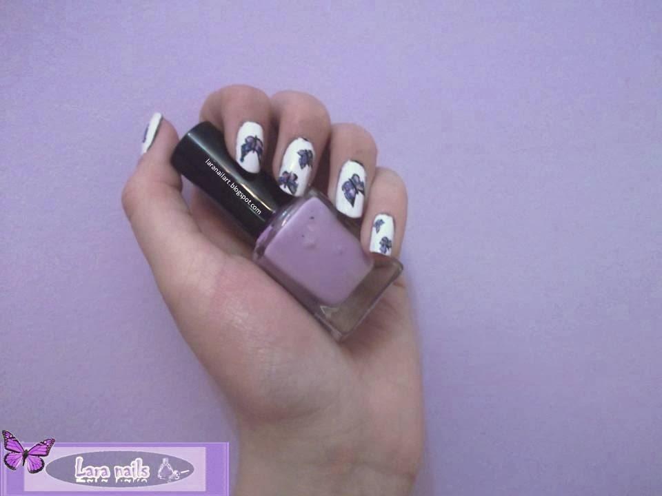 Uñas con mariposas con fondo blanco Lara Nails paso a paso