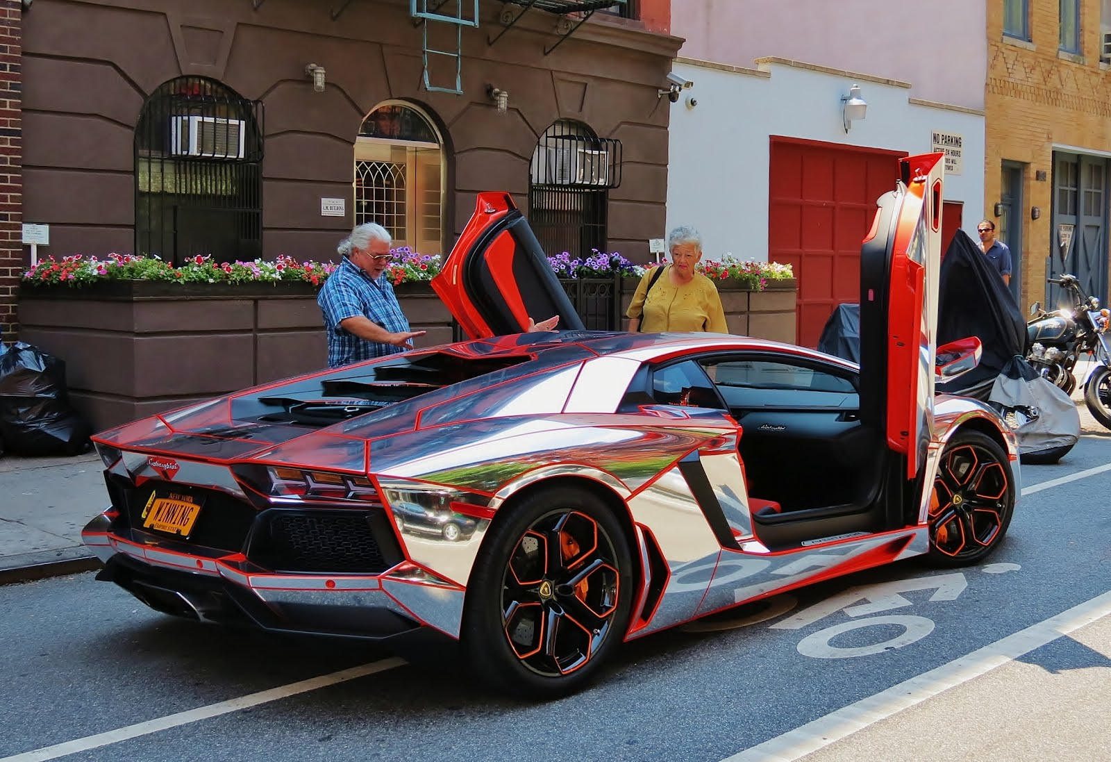 ev grieve today in photos of a lamborghini with a. Black Bedroom Furniture Sets. Home Design Ideas