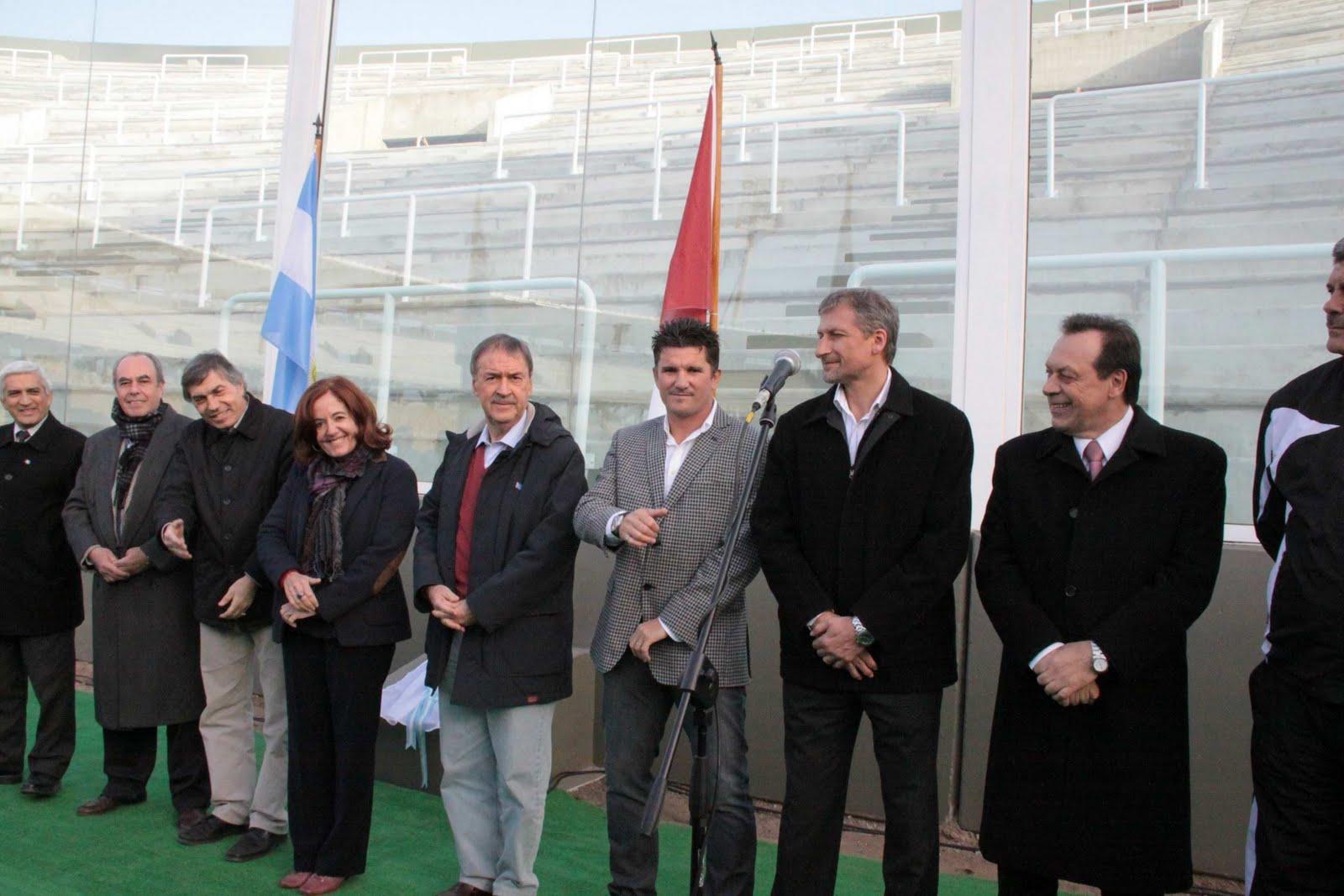 La tribuna Sur del Mario Alberto Kempes lleva su nombre.