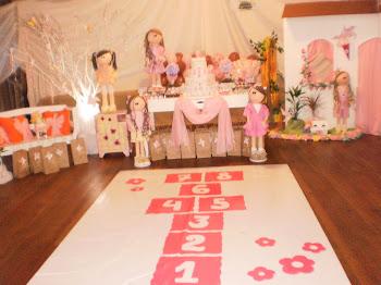 festa bonecas com amarelinha