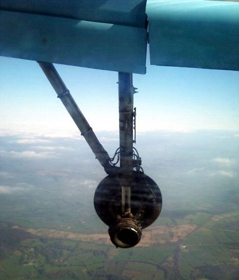 Roda Ban Pesawat Pecah Di Nias
