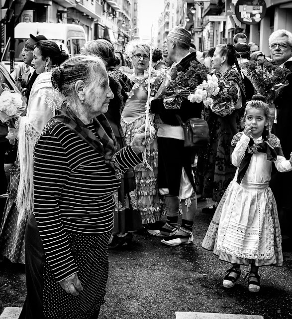 Paseando el dia del Pilar - People - El público