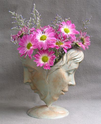 Michael Alfano esculturas de corpos rostos surreais bronze cobre Vaso de flores