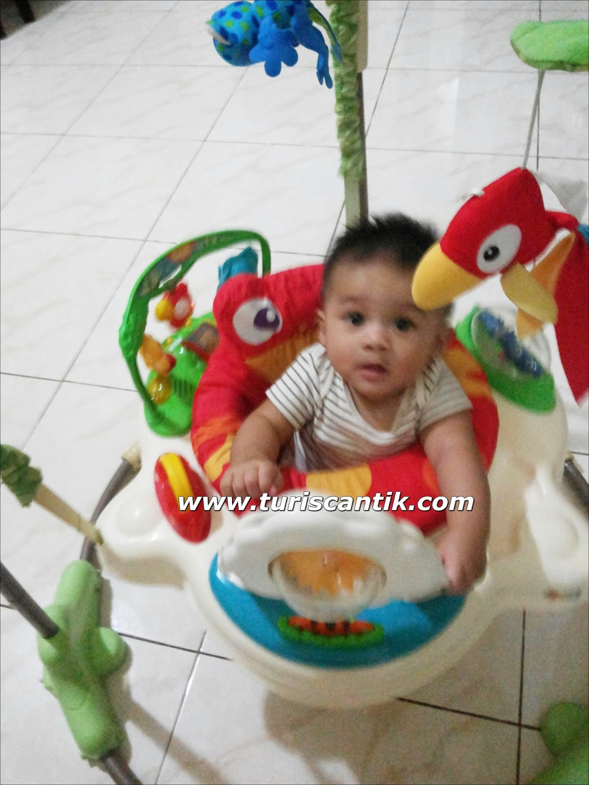 Jumperro dikasih pas umur 5 bulan saat sudah mulai bisa duduk