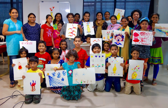 Participants at the art workshop organised by Art India Foundation (photo gallery available on www.indiaart.com)