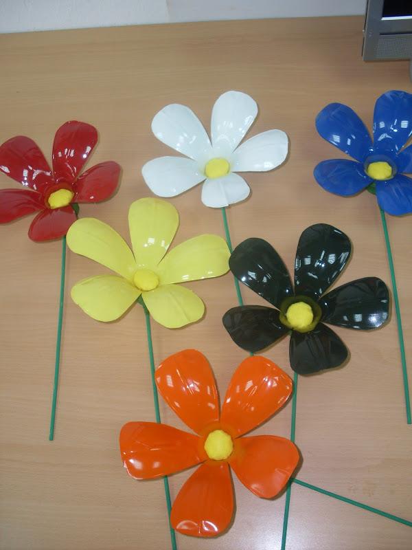Flores de botellas de plastico imagui for Plantas decorativas de plastico