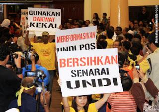 Gambar Sasterawan Negara A Samad Said Ditahan Polis