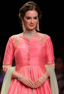 Evelyn Sharma looks Beautiful Gorgeous On The Ramp for Dhruv Jewellery Collection At IIJW 2015