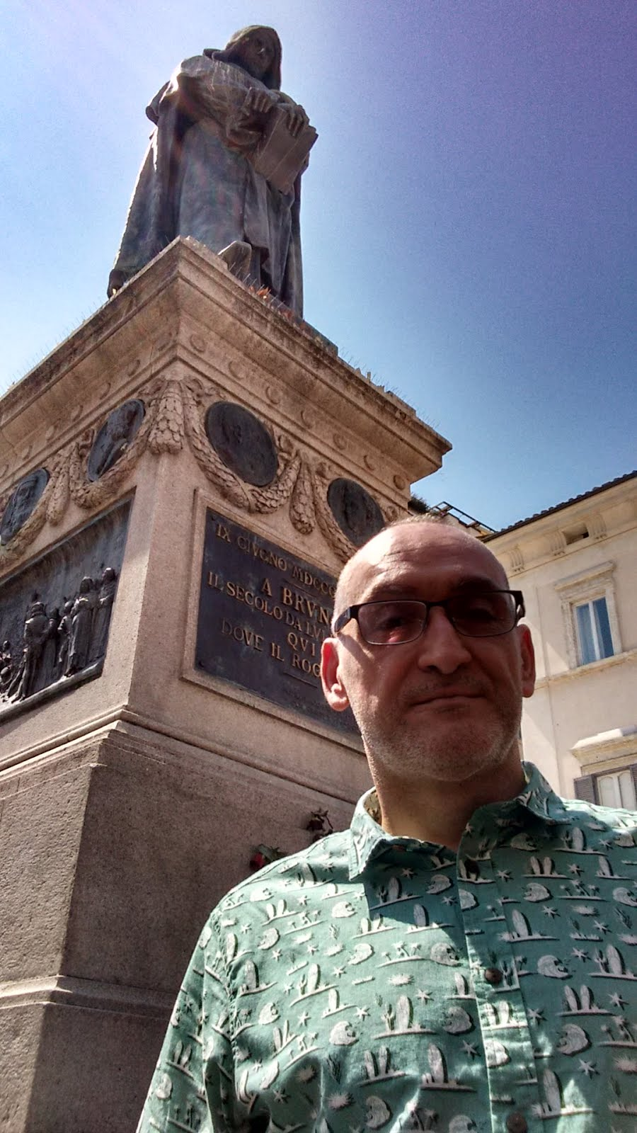 Monumento Homenaje a Giordano Bruno; en Campo di Fiori. Donde lo quemaron