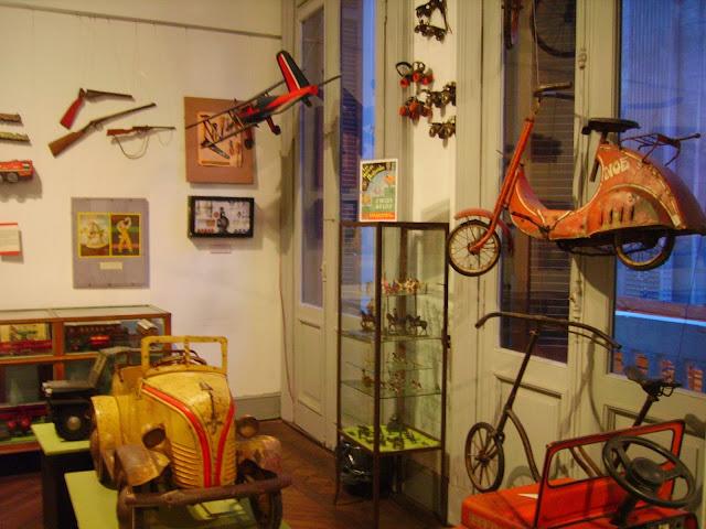 carrinhos e outros brinquedos -  Museo de la Ciudad Buenos Aires