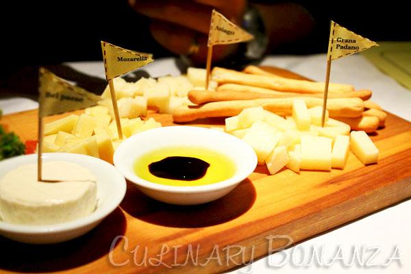 aTavoLa cheese platter, bel paese, mozzarella, asiago, grana padano