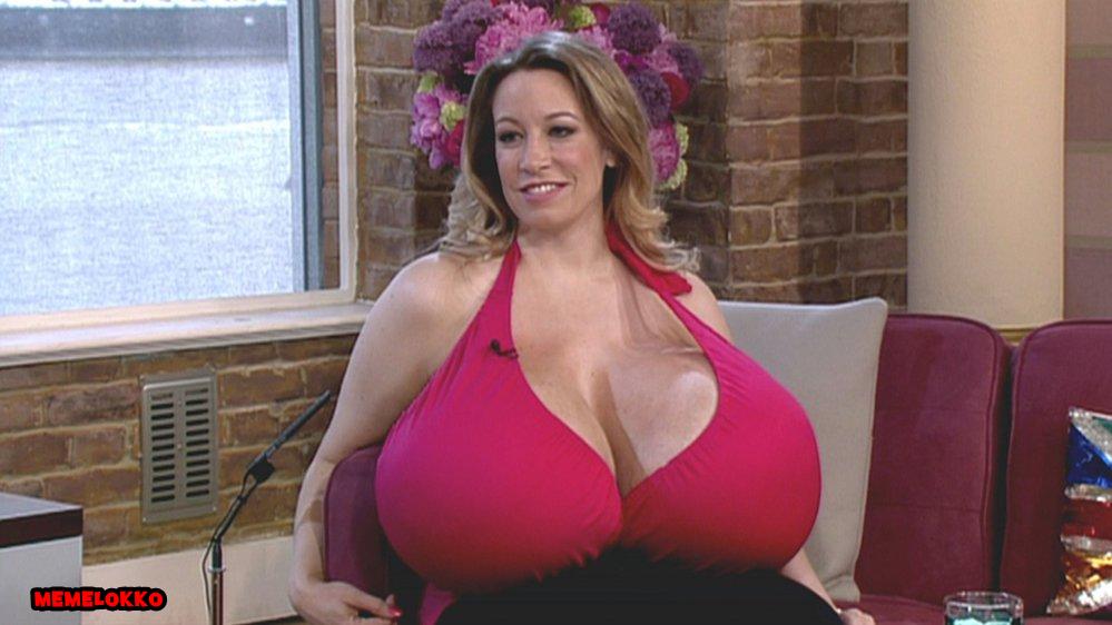 Порно с переводом большая грудь 90
