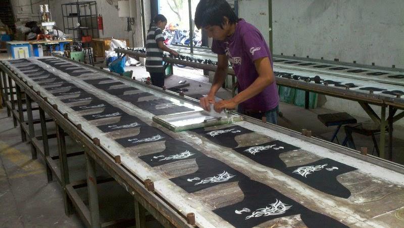 Mantel sepatu produksinya kemudian ia beri merek Cosh. Saat ini ia telah  memiliki karyawan sebanyak 21 orang dengan lokasi workshopnya berada di  Sidoarjo. 4e8ef19ada