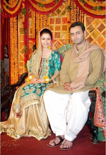 Mehndi Raat Ceremony : Fashion fade style is eternal ayi mehndi ki yah raat