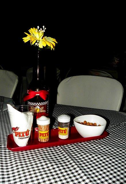 decoracao de mesa boteco : decoracao de mesa boteco:Decoração das mesas: Típico de um boteco, paliteiro, saleiro,