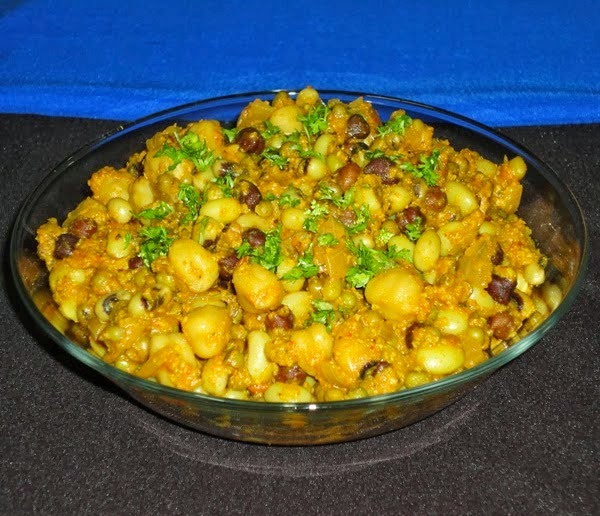 kaddhanyachi usal in a serving bowl