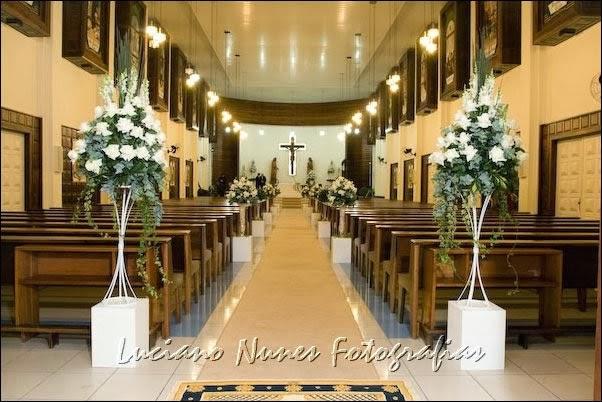 decorar um casamento:How to Decorate a Balcony for Christmas Church