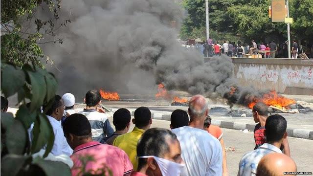 صور تُنشر لأول مرة لأحداث ميدان الجيزة ونفق الهرم أثناء مذبحة الفض 1459725_10202609934430001_512315391_n