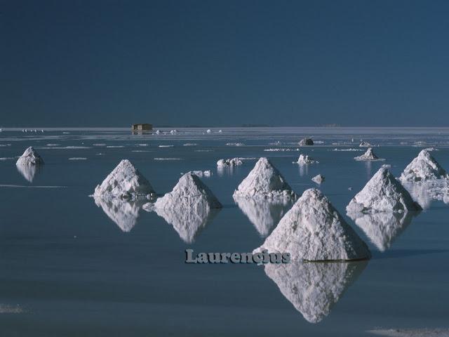 Foto-Salar-de-Uyuni-Cermin-Alam-Terbesar-Bolivia_2