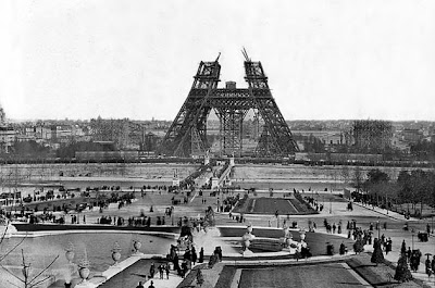 Pictures  Eiffel Tower  Built on The World In Pictures  Top 10 Things To Do While In Paris  France