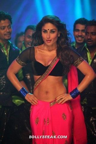 Kareena Kapoor wearing red saree showing navel in item song Halkat Jawani from movie Heroine - Kareena Halkat Jawani Stills, Kareena Kapoor Hot Saree showing Navel