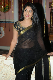 Kamalinee Mukherjee Latest Pictures in Black Saree at Govindudu Andarivadele Movie Teaser Launch ~ Celebs Next
