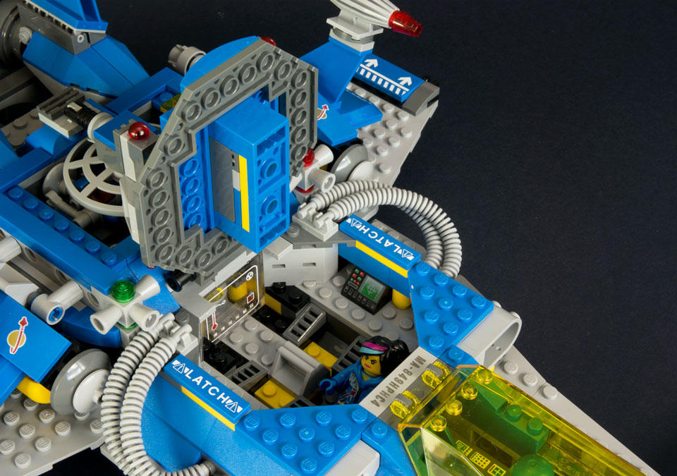 Bennys Neo Classic Space Ship New Elementary A Lego Blog Of Parts