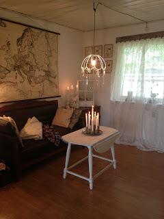 Soffa, karta, filt, pläd, kuddar, gardiner