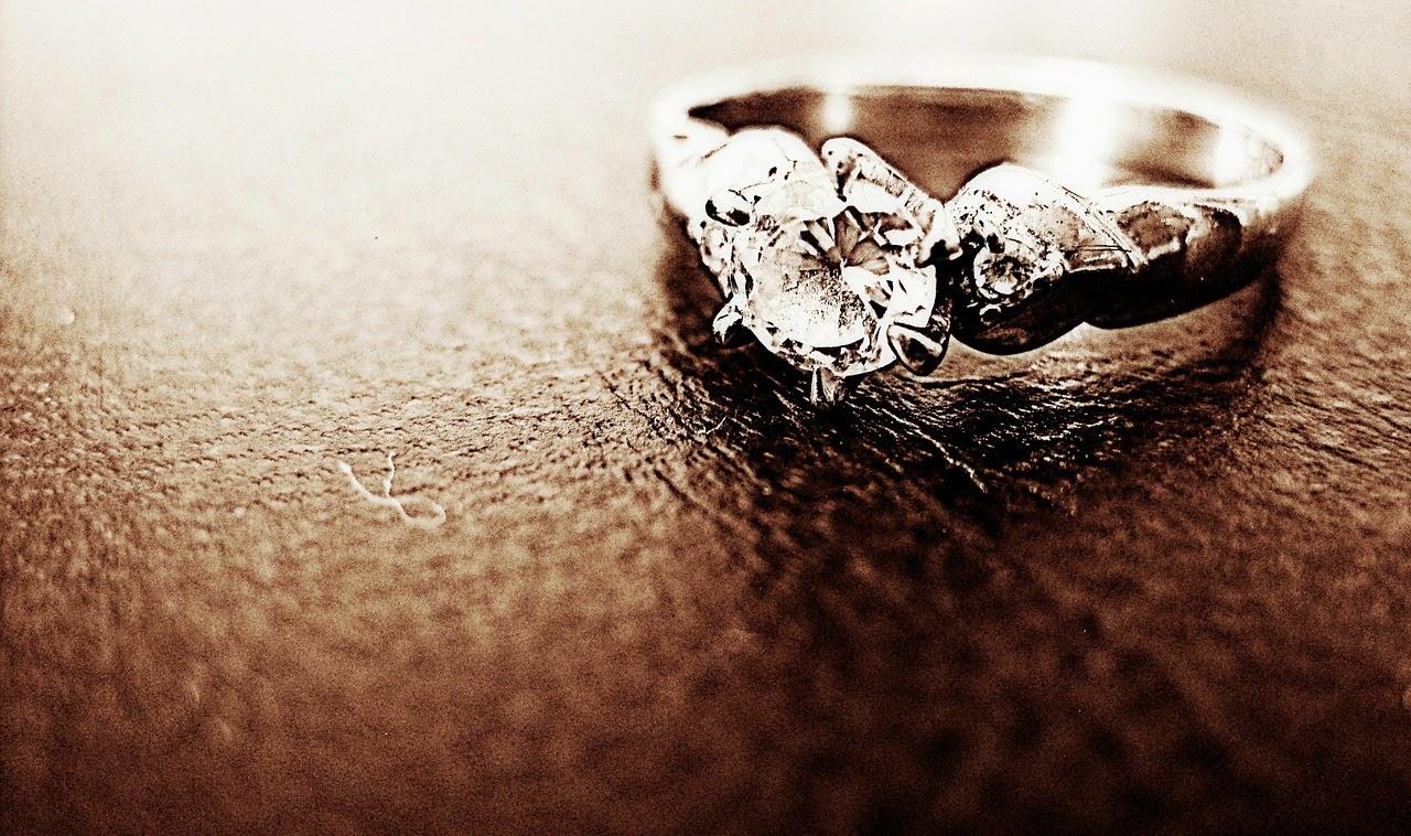 пръстен с диаманти