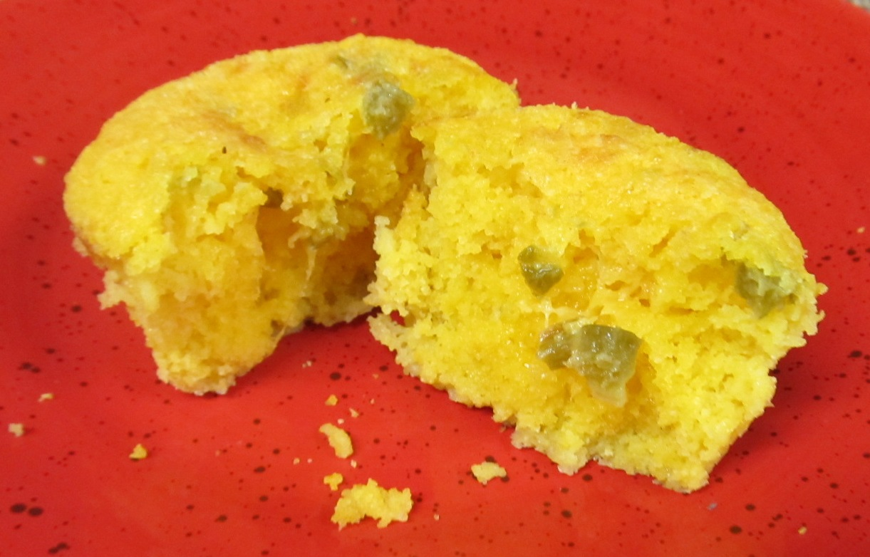 ... Does Dinner... Healthy & Low Calorie: Jalapeno Cheddar Corndog Muffins