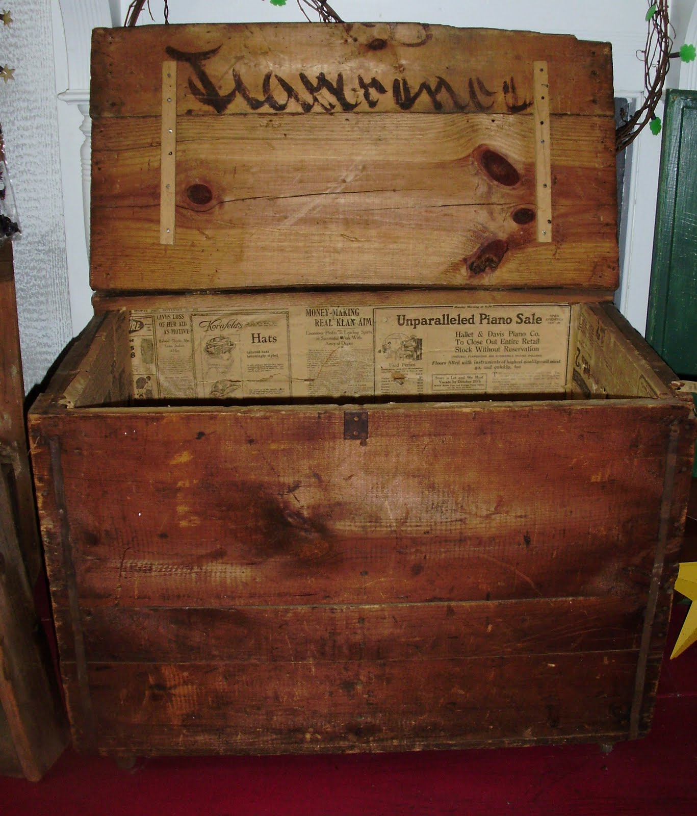 Log Cabin Antiques & Gifts Old cigar factory shipping crate