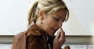 nose picker kim cattrall
