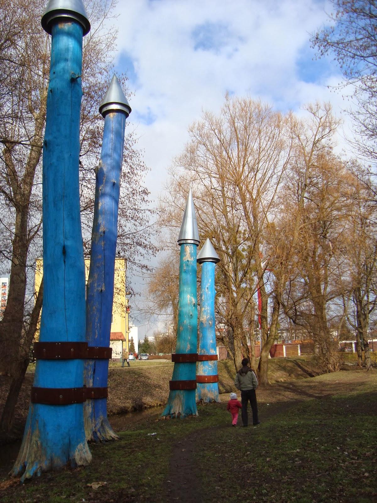 Toruń, sztuka w plenerze, wykorzystanie martwych drzew
