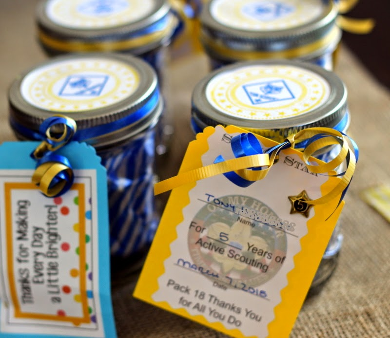 Simple, easy, inexpensive leader gifts for scouts, with cards for year pins
