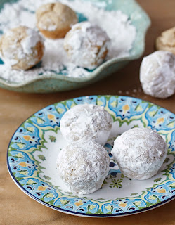 These Powdered Doughnut Holes from The Allergy-Free Pantry are baked in a mini-muffin pan. Gluten-free, allergy firendly, vegan.