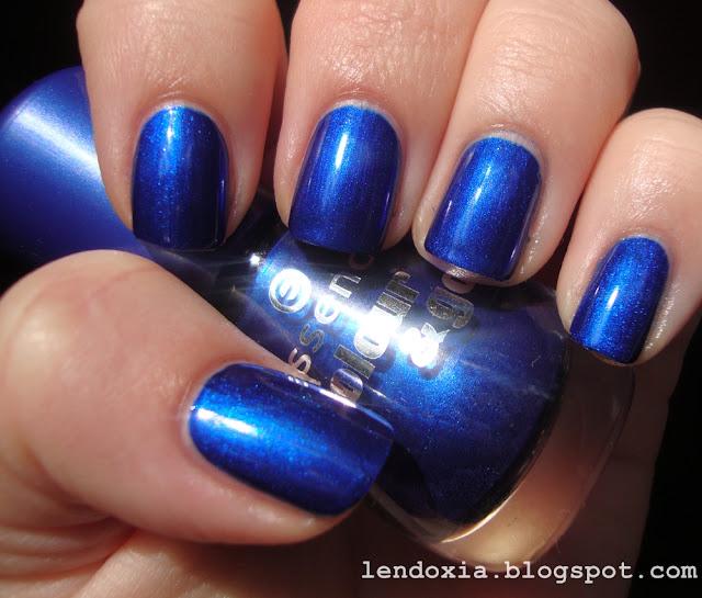 essence plavi bozicni nokti