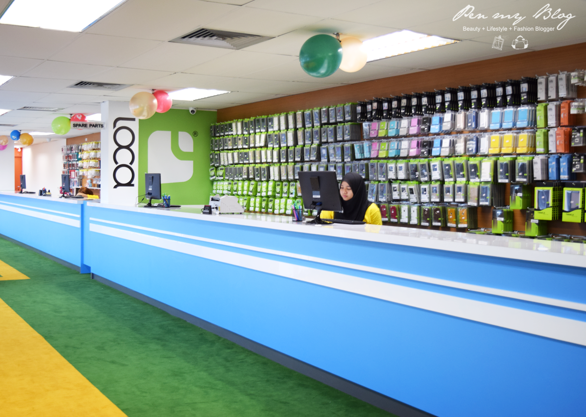 Pen my blog directd opens malaysias largest mobile phone mega store the whopping amount of accessories and power banks available at the store sciox Images