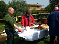 Preparant l'esmorzar al parc de la capella del Pedró