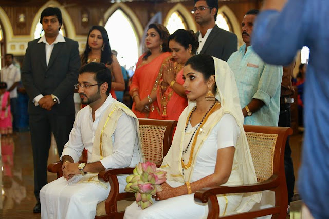 Actress Muktha and Rinku Tomy during their marriage ceremony