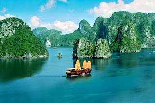 (Vietnam) – Enjoy full memories in Halong Bay